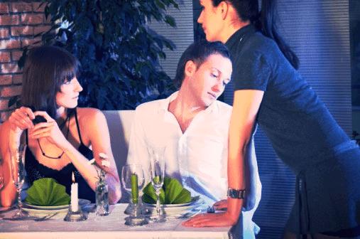 narcist aan het flirten met een serveerster johanpersyn.com VKoN blog over narcisme